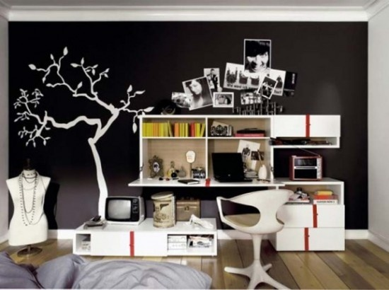 Draw tree with marker paint on chalkboard wall