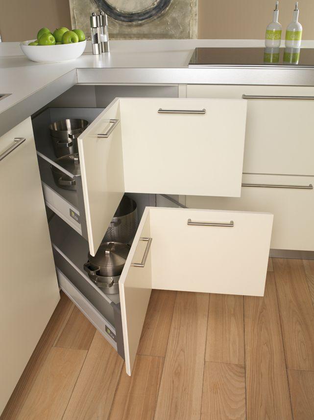 Hoe creëer je meer bergruimte in de keuken. Tulp keukens geeft je vijf ideeën hoe je de keuken efficiënter kunt indelen.