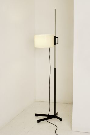 The latest edition of Miguel Milá's highly acclaimed TMC lamp for Santa & Cole was released i [...]