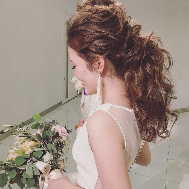 #weddinghair #ウェディング #ウェディングヘア #ウェーブ #ポニーテール #ローポニーテール #bridalhair #hairmake #hairarrange #ponytail #love #favorite #bride #novia #sposa #mariee #自分と誰かを比較してる間はまだまだ二流だよ。って昔に尊敬する人に言われました。 自分達は人より技術が長けてるともセンスが長けてるとも胸を張って言う事はまだまだ未熟であって、言えないけど。一つだけ胸を張って言えるのは、自分達は人一倍の努力は心がけてます☺️ これからも自分達に託してくれる方々へしっかりと喜んでもらえるように頑張ります☺️