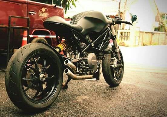 CAFE RACER 🏁 Instagram.com/caferacergram Ducati 796 by G3 Garage