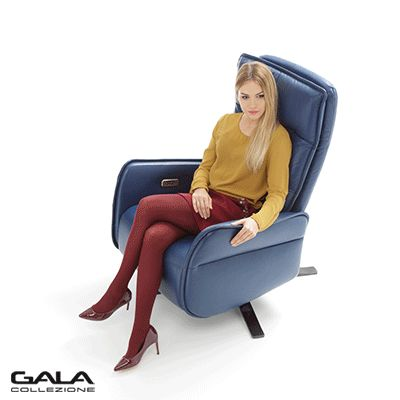 Granatowa, skórzana elegancja, nowoczesna linia i meeeega wygoda - taki jest fotel Res. #galacollezione #galacollezioneinspiruje #meble #design #interiordesign #inspiracje #inspiration #furnituredesign #armchair #wnętrza