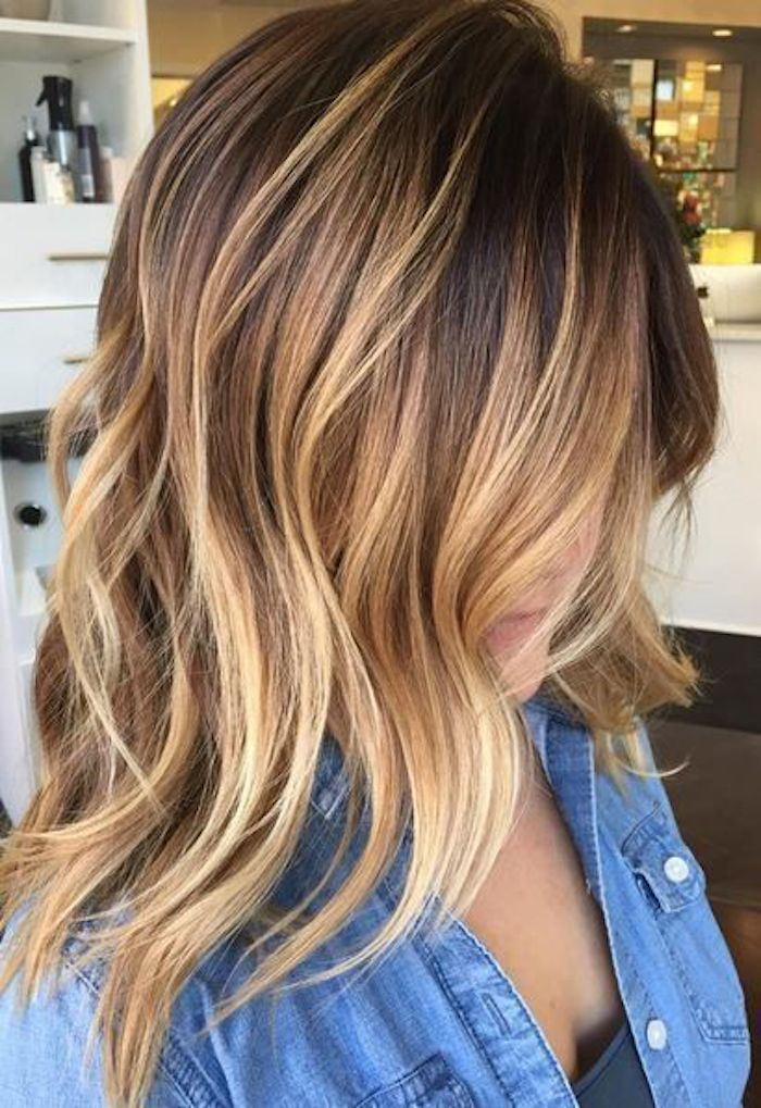 blond ombre idee zur gestaltung schöne frisur für junge damen jeanshemd perlenknöpfe