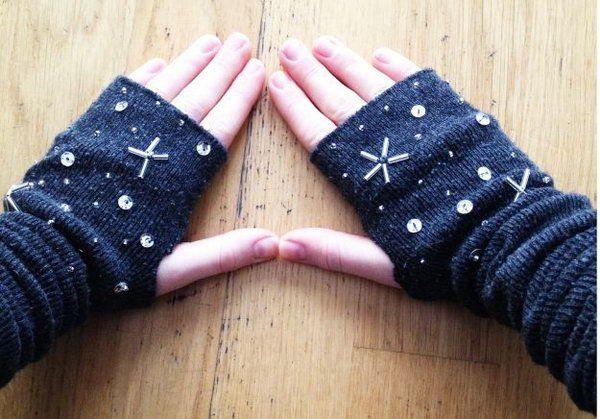 Manguitos.  É uma ideia doce e quente presente para dar a sua mãe aquecedores de braço dias especiais om no inverno.  Estes aquecedores de braço práticos são muito fáceis de fazer.  http://hative.com/creative-diy-gifts-for-mom/