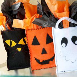 Manualidades para Halloween. Bolsas de fieltro para hacer con niños