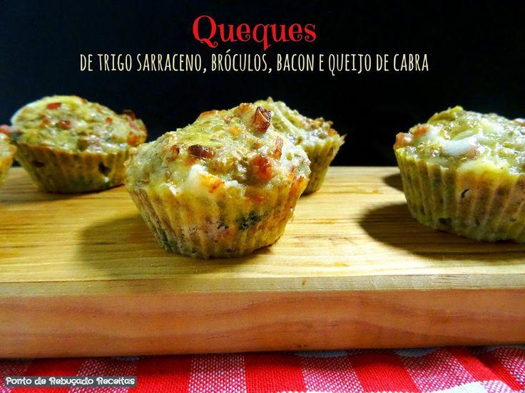Queques de trigo sarraceno, bróculos, bacon e queijo de cabra