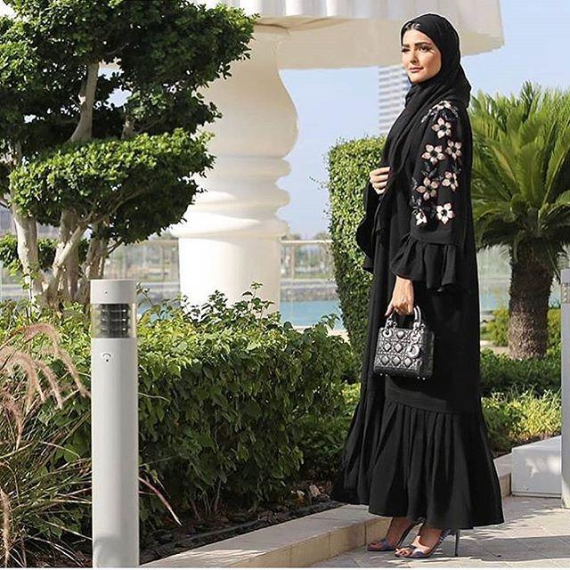 Repost Warld Bazaar عبايات عالم بازار عبايه كسرات عبايه تطريز السعر 400 Abayas Abaya Abayat My Abaya Designs Muslimah Fashion Outfits Abaya Fashion