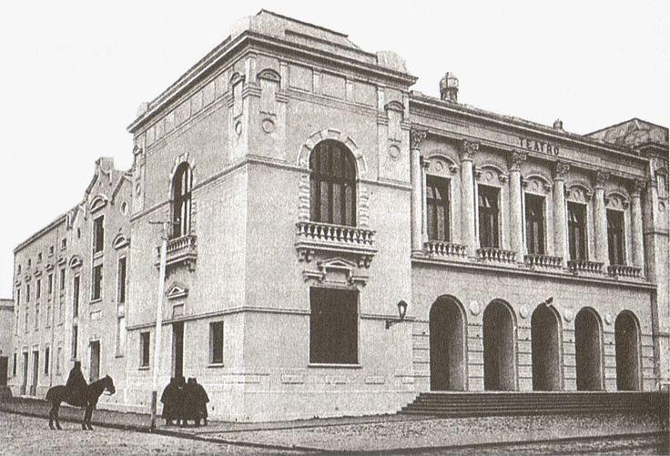 Concepción ... El Teatro Universidad de Concepción es el principal teatro de la ciudad chilena de Concepción, construido en 1885 en el centro de la ciudad bajo el nombre de Teatro Concepción, y que desde 1928 pertenece a la Universidad de Concepción. En 1976 fue trasladado a su ubicación actual, frente a la Plaza de la Independencia.