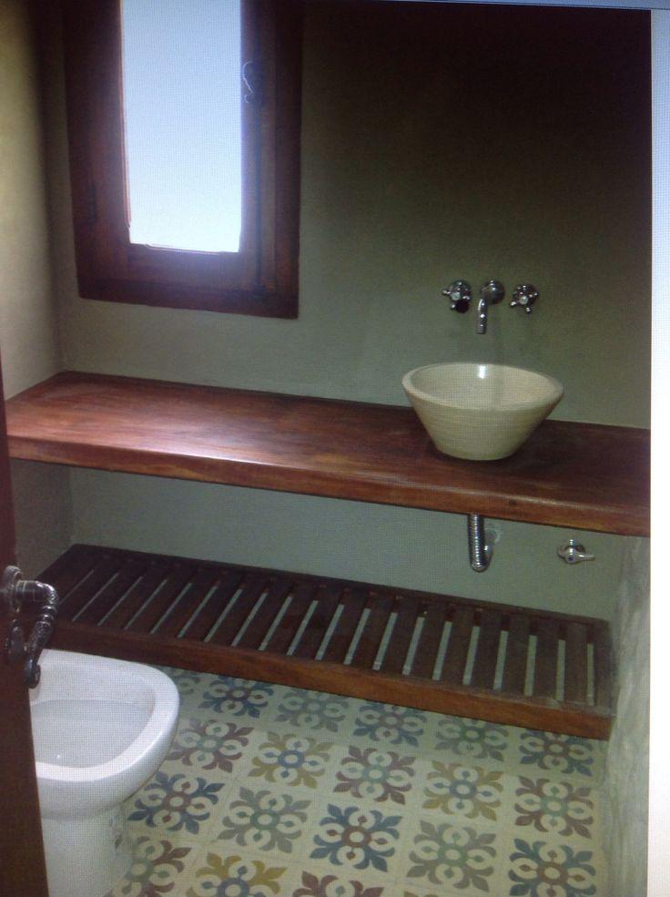 Toilette con mesada de madera