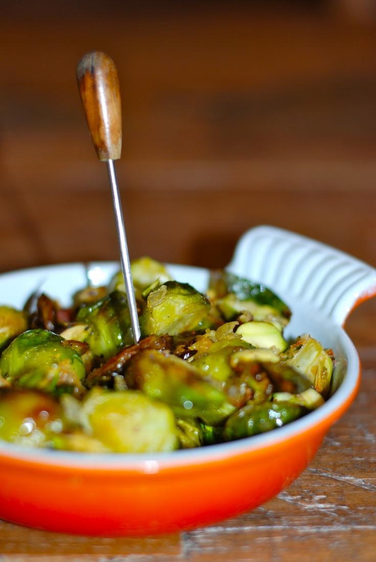 Geroosterde spruiten met knoflook en pistachenoten