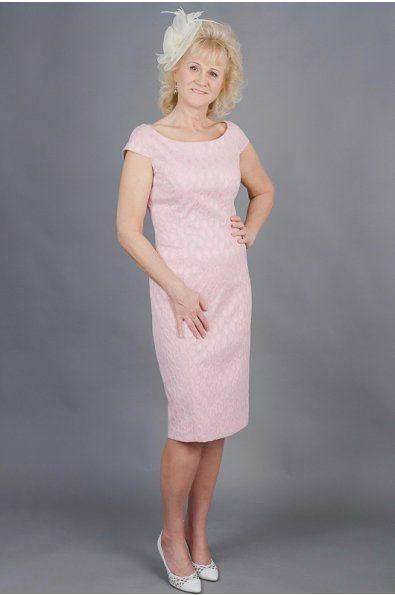 Pouzdrové šaty růžové elegantní kulatý výstřih kratší rukávek poudrová sukně s rozparkem na zadní straně možná úprava střihu a ušití na míru