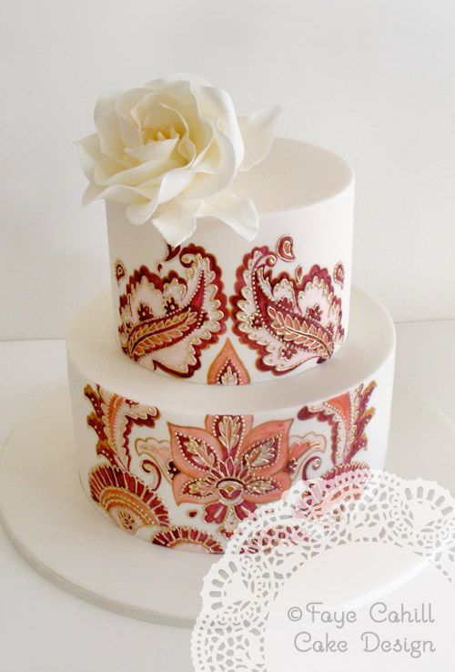 Hand painted and gold highlighted piping on the Moroccan Motifs cake by Faye Cahill