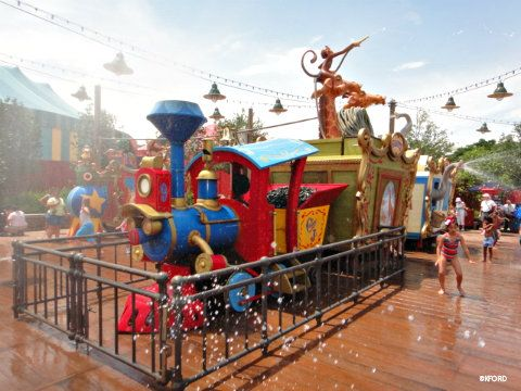 I am so excited about the new Casey Jr. Splash Pad in Fantasyland at Disneyworld! Jo is going to love this when we go in a few years. I just wish it was at the Disneyland location too so she can try it out in August.