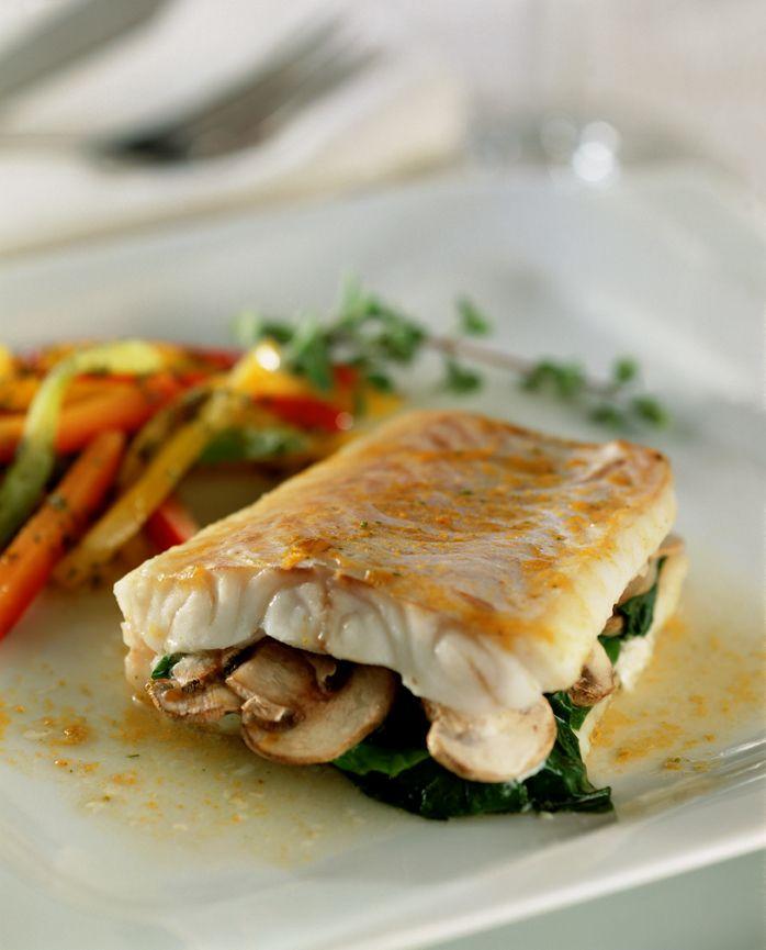 Prepara esta receta de Pescado relleno a la MAGGI® y disfruta del delicioso sabor de la espinaca y los champiñones bien sazonados con  una tableta de caldo de gallina MAGGI®.