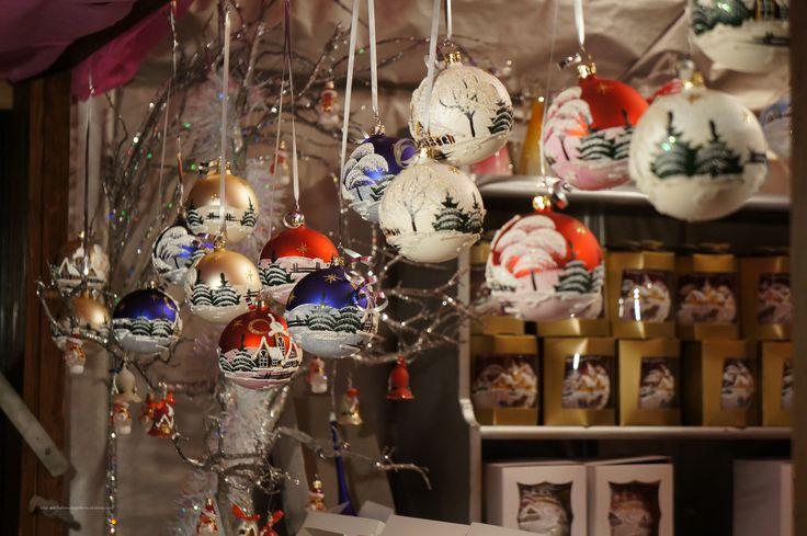 La Magie de #Noël est au rendez-vous à #Montreux sur ce magnifique marché. #montreuxnoel   #marchédenoël   #magiedenoël