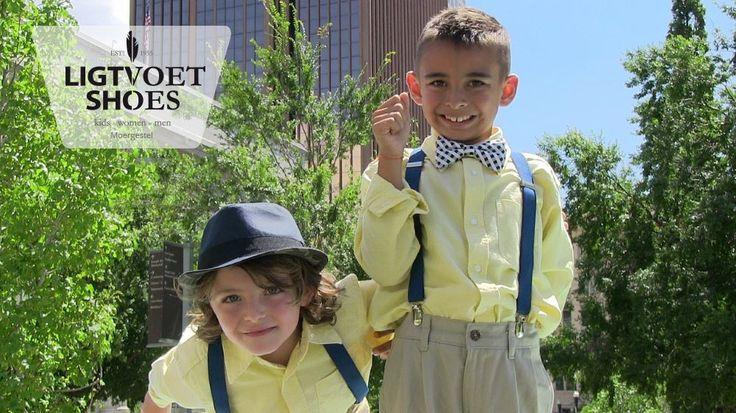 Wie zegt dat bretels uit de mode zijn? Met de juiste outfit kunnen ze nog heel goed. Zelfs bij deze jonge mannen die er heel gelikt uitzien! Kijk op de website voor meer leuke mode inspiratie.