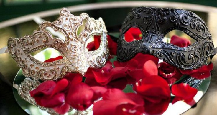 5 Must-have Quinceanera Masquerade Decorations