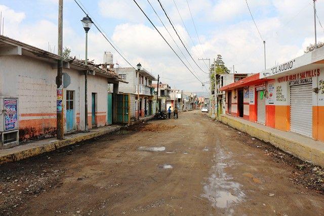 Inicia Ayuntamiento de Contla adoquinamiento en calle Juan Cuamatzi de la Sección Segunda     •     Los trabajos en ejecución son 260 metros lineales de pavimento de adoquín
