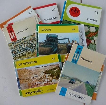 Mini informatie boeken op school en in de bibliotheek.