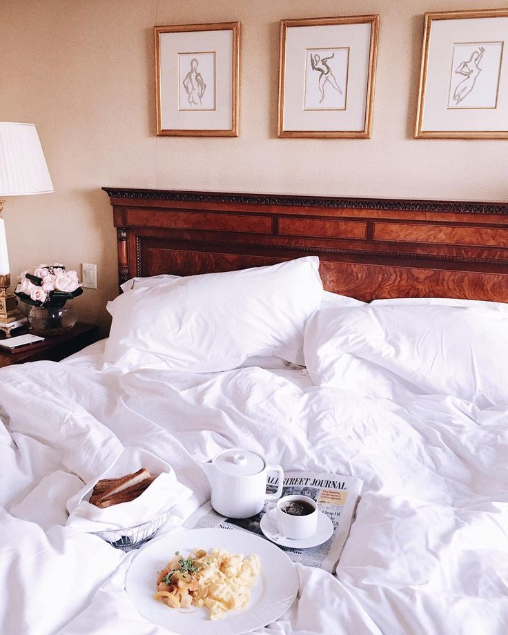 Snuggled up with breakfast in bed @laurentaylorcreates #nyc #breakfastinbed #rcmemories #roomservice #gmgtravels
