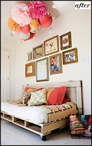 pallets + old door = cool spaceGuest Room, Ideas, Pallet Beds, Shipping Pallets, Pallets Beds, Pallet Furniture, Pom Pom, Wood Pallets, Old Doors