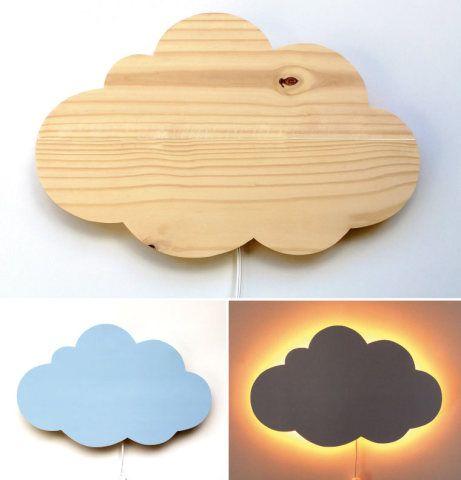 Um cenário lindo e aconchegante: esta luminária em forma de nuvem pode ser usada no quarto das crianças e até mesmo no dos adultos. A luz mais fraca garante aconchego ao ambiente. Da A Casa Que Minha vó Queria.