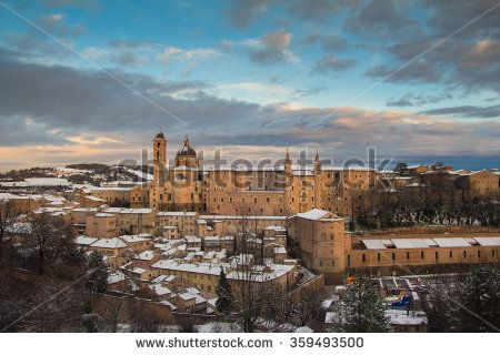 Beautiful view of Urbino at sunset covered by snow. #Urbino #Snow #Winter #City #Sunset #Romantic #Urban #Historic #DucalPalace #Landscape #Panoramic #View