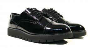 Zapatos blucher de charol negro Geox Blenda  Zapatos de cordones para mujer en charol negro Geox Blenda D640BD. Zapatos blucher realizados en piel con suela de goma. Altura de piso aproximadamente 3 cms. Interiores en piel. Geox italian shoes. http://ift.tt/2emC0pJ