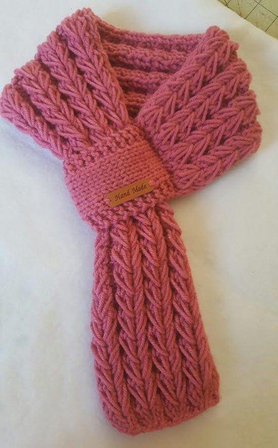 comprare popolare f046b 651f8 Sciarpa a buco della serratura rosa in maglia, sciarpa a serratura ...