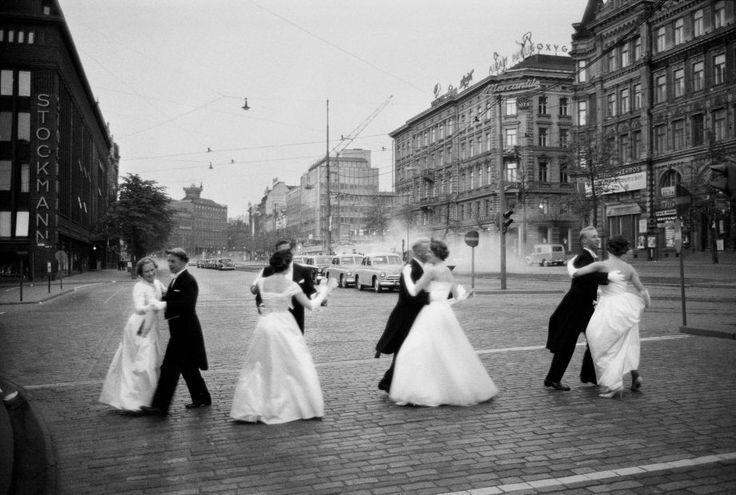 Promootiotanssit aamuyöllä Helsingissä 1960.