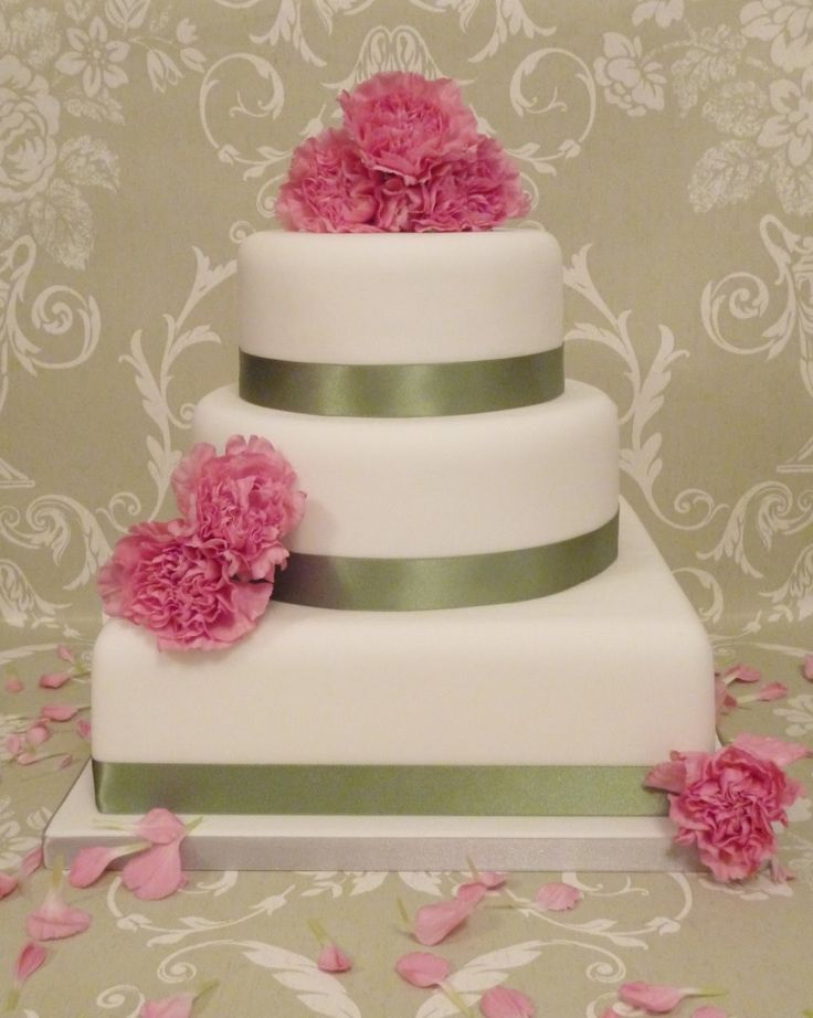 elegant  Delightful White Classic Beautiful Wedding Cakes