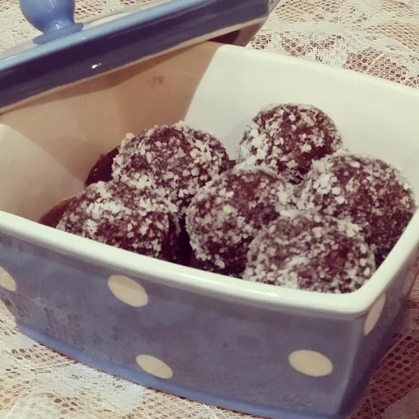Raw Bliss Balls - healthy hit of sugar for those cravings!
