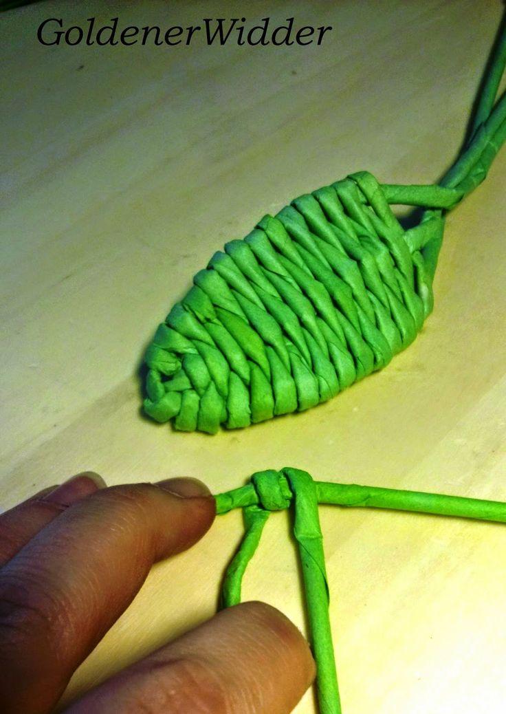 Плетение из газетных трубочек: Листик на трёх стоечках. Декоративный элемент. Кры...