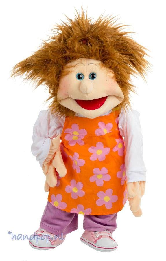Vivi is een sprankelend meisje met kastanjebruin haar en een 65 cm grote, volledig uitkleedbare meisjes-handpop van Living Puppets