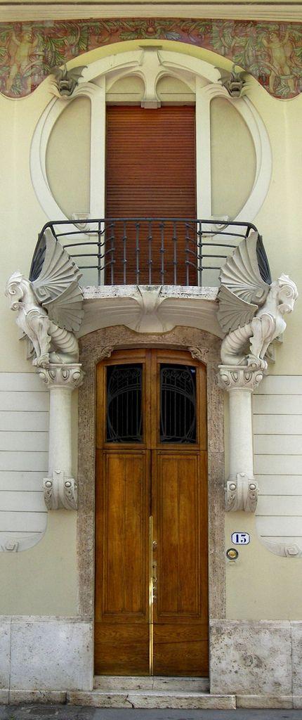 Door to Liberty a Firenze: Villino G. Lampredi | Porta e balcone del in Italy