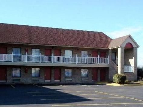 Portsmouth (VA) Quality Inn Portsmouth United States, North America Quality Inn Portsmouth is conveniently located in the popular Portsmouth area. The hotel offers guests a range of services and amenities designed to provide comfort and convenience. To be found at the hotel are facilities for disabled guests, Wi-Fi in public areas, safety deposit boxes, pets allowed, car park. Each guestroom is elegantly furnished and equipped with handy amenities. Entertain the hotel's recrea...