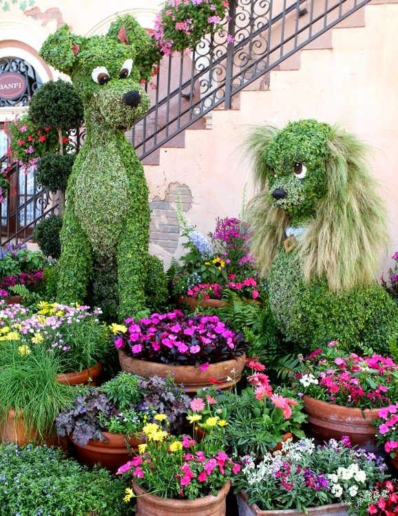 2012 Epcot International Flower and Garden Festival Lady and the Tramp topiaries