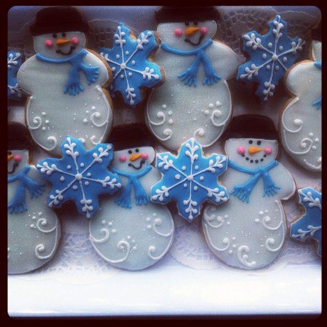 Snowmen and snowflake cookies by Tina's Sugar Shoppe, via Flickr