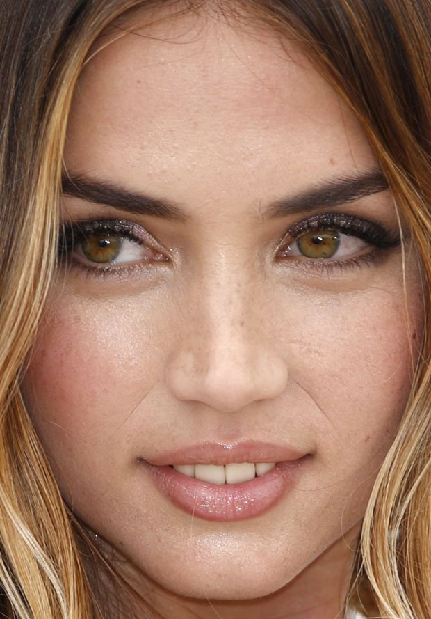 Close-up of Ana de Armas at the 2016 Cannes photocall for 'Hands of Stone'. http://beautyeditor.ca/2016/05/24/cannes-film-festival-2016