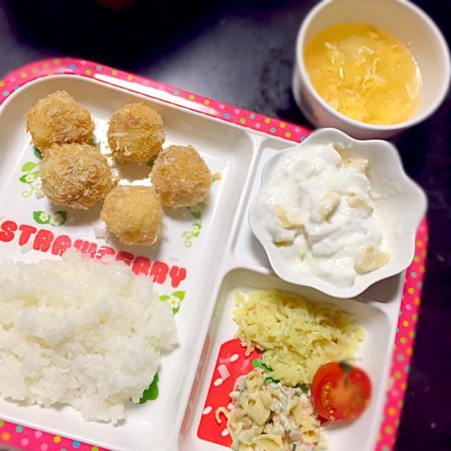 ⚫︎コロッケ ⚫︎マカロニサラダ ⚫︎塩焼きそば ⚫︎キャベツと卵のコンソメスープ ⚫︎バナナヨーグルト - 4件のもぐもぐ - 子どもごはん by mamekoon