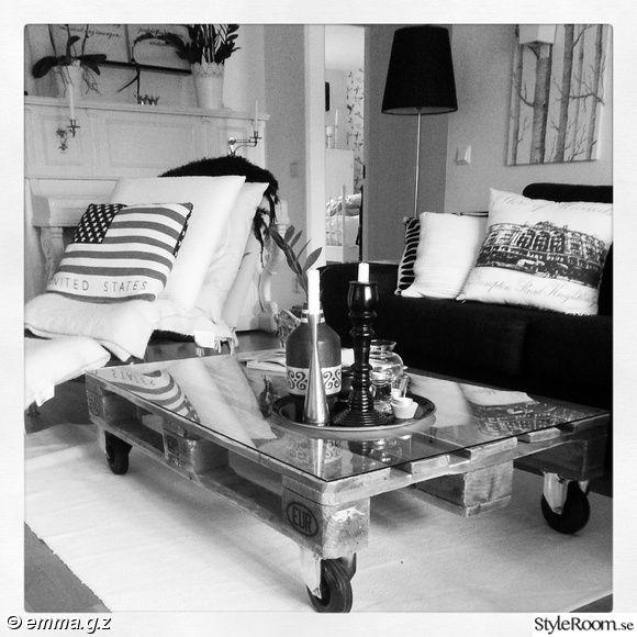 lastpall,soffa,soffbord,piano