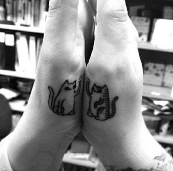 15 Jópofa és aranyos tetoválások legjobb barátoknak