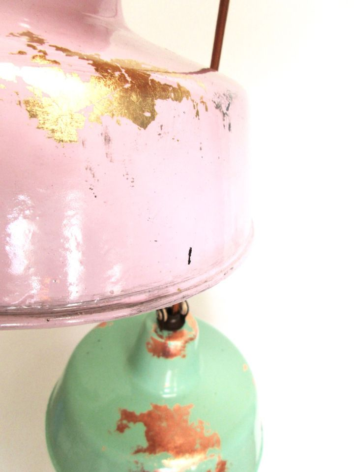 Liebe Vintage Freunde, wie großartig: die Industriestil Deluxe Lampen in Pastelltönen mit Gold- und Kupferpatina sind frisch eingetroffen!  #EmailleLampe #EmailleLampen #Fabriklampe #Fabriklampen #Pastell #Fifties #50erJahre #GoldPatina #IndustrieDesign #IndustrialDesign #IndustriestilDeluxe #LampenPastell #KupferPatina
