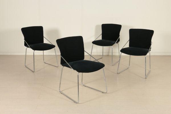 Sedie anni 80. Gruppo di quattro sedie; metallo cromato, imbottitura in espanso, rivestimento in tessuto. Discrete condizioni, presentano alcuni segni di usura.