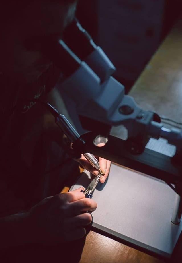 Bijuterii create cu dragoste, oferite din dragoste, pentru întreaga viață.  Echipa Atelierelor Sabion a înțeles asta, de aceea lucrează cu migală fiecare piesă în parte.