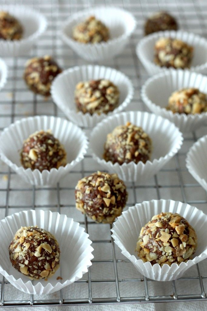 Salted Peanut Butter Chocolate Brigadeiros ~ A Brazilian chocolate bonbon that was created in the 1940′s and is super popular in Brazil and Portugal. #Christmas #candy #recipe