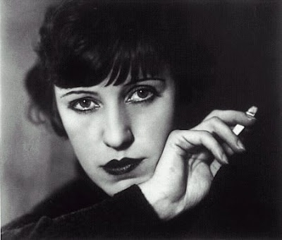 November 27 – d. Lotte Lenya, Austrian singer and actress (b. 1898)
