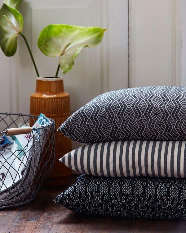 Sy selv nye puder af metervarer i høj kvalitet. En nem måde at friske op på en sofa, en hyggelig terrasse eller på sengen.