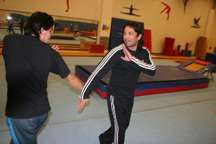 Rohid Ali Khan og David Sakurai igång med at indøve og time et scene slagsmål også kaldt STAGEFIGHT.