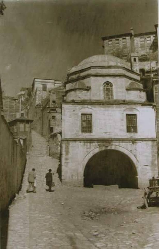 1960'larda Sultantepe'ye çıkan merdivenler